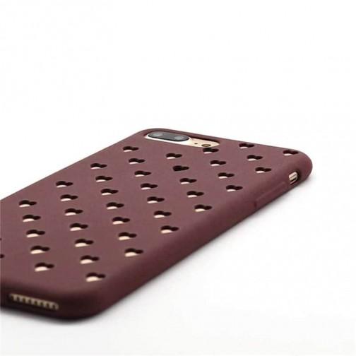 Stylový kryt pro iPhone 8/7 vykrojené srdíčky